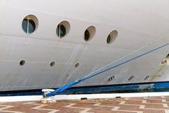 Cruiseschip bij Dok wordt vastgelegd dat Royalty-vrije Stock Afbeelding