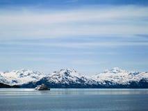 Cruiseschip bij Prins William Sound in Alaska Royalty-vrije Stock Foto's