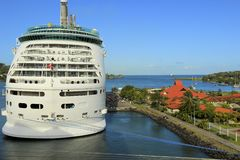 Cruiseschip in Castries-haven in St Caraïbische Lucia, Stock Afbeeldingen