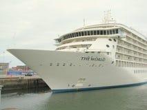 Cruiseschip in de haven van Dublin Royalty-vrije Stock Afbeelding