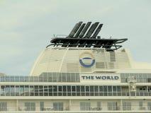 Cruiseschip in de haven van Dublin Stock Foto
