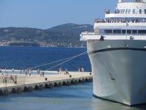 Cruiseschip in de haven van Zadar Stock Foto