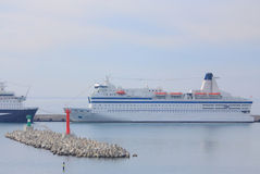 Cruiseschip in haven van Sotchi Stock Afbeeldingen