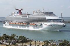 Cruiseschip het vertrekken Haven Canaveral Florida de V.S. stock foto's
