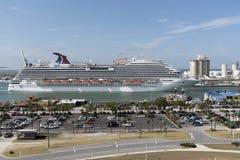 Cruiseschip het vertrekken Haven Canaveral Florida de V.S. royalty-vrije stock foto