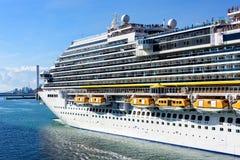 Cruiseschip het Vertrekken Rome Stock Afbeeldingen