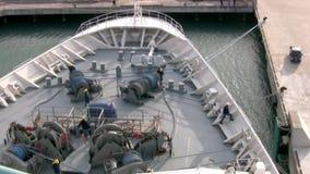 Cruiseschip. Het werk aangaande dek stock videobeelden