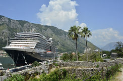 Cruiseschip in Kotor Stock Foto
