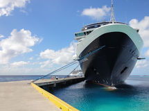 Cruiseschip Nieuw Amsterdam in Grote Turk Stock Afbeelding