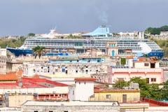 Cruiseschip op de baai van Havana Stock Foto