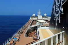 Cruiseschip op zee, lidodek Stock Foto