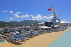 Cruiseschip op zee, lidodek Stock Foto's