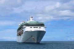 Cruiseschip in open zee Stock Foto's