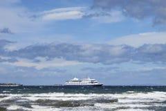 Cruiseschip in Patagonië 3d zeer mooie driedimensionele illustratie, cijfer Royalty-vrije Stock Fotografie