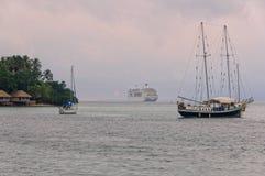 Cruiseschip - Port Vila Royalty-vrije Stock Foto's