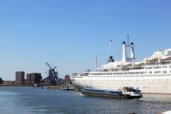 Cruiseschip Rotterdam in Nederlandse haven Rotterdam Stock Foto