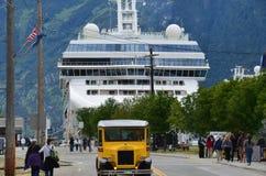 Cruiseschip in Skagway wordt gedokt die Stock Afbeelding