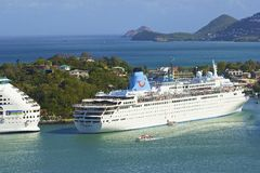 Cruiseschip in St Caraïbische Lucia, Royalty-vrije Stock Afbeeldingen
