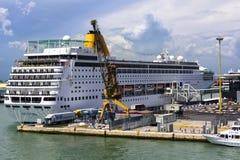 Cruiseschip in Venetië wordt gedokt dat Royalty-vrije Stock Fotografie