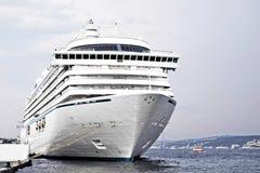 Cruiseship侧视图 图库摄影