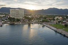 Cruiseship口岸在巴亚尔塔港 免版税库存图片