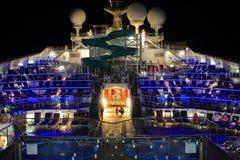 Cruiseship bij Nacht Stock Foto