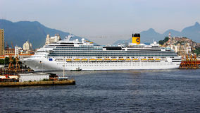 Cruiseship Costa Favolosa i Rio de Janeiro Royaltyfria Bilder