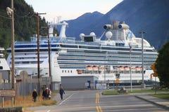 Cruiseship dans Skagway image stock