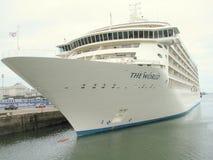 Cruiseship in de haven van Dublin Stock Foto