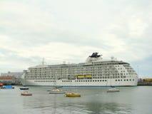 Cruiseship in de haven van Dublin Stock Fotografie