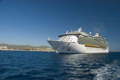 Cruiseship dokte in Cabo San Lucas, Mexico. royalty-vrije stock afbeeldingen