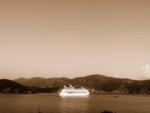Cruiseship en el Caribe Foto de archivo libre de regalías