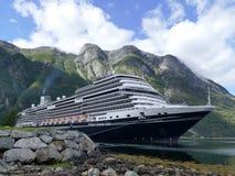 Cruiseship i Eidfjord, Norge Royaltyfria Bilder