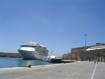 Cruiseship in Malta Stockbilder
