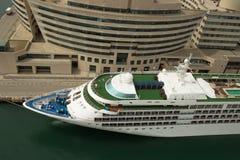 Cruiseship på terminalen i Barcelona Spanien Fotografering för Bildbyråer