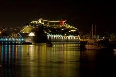 Cruiseship que refleja en la noche Foto de archivo libre de regalías
