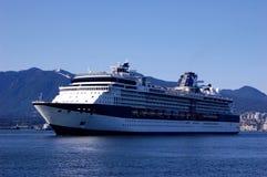 Cruiseship que sale de Vancouver Foto de archivo libre de regalías