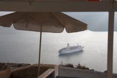Cruiseship in Santorini Stock Afbeeldingen
