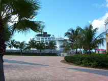 Cruiseships en St. Maarten foto de archivo libre de regalías
