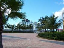 Cruiseships in Str. Maarten Lizenzfreies Stockfoto
