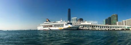Cruisevoering bij Kowloon-pijler in Hong Kong royalty-vrije stock afbeelding