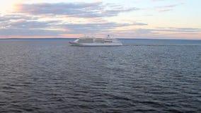 Cruisevoering in in volle zee stock videobeelden