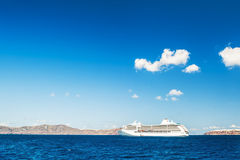 Cruisevoeringen dichtbij de Griekse Eilanden Stock Afbeelding