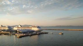 Cruisevoeringen op parkeren in zeehaven Marseille, Frankrijk stock videobeelden