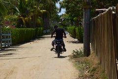 Cruisin em Colômbia em uma estrada principal perto da praia Imagens de Stock Royalty Free