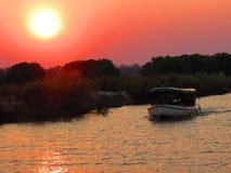 Cruize w Zambezi rzece zambiowie i Zimbabwe - Wiktoria spadki - Zdjęcia Royalty Free