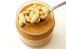 Crujido de la mantequilla de cacahuete Fotos de archivo libres de regalías