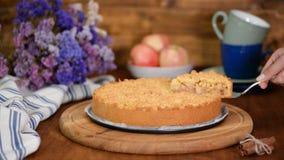 Crumble apple cake. Ingredient, crust.