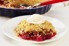 Crumble do Rhubarb Fotos de Stock Royalty Free