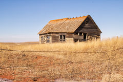 Crumbling old house. Weathered wood house on farmland Royalty Free Stock Images